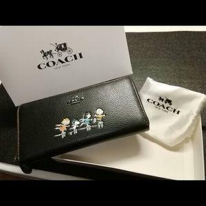 NWT Coach RARE Peanuts Wallet!!